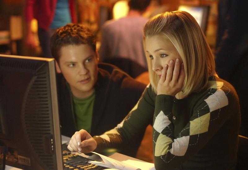 Kristen Bell e Teddy Dunn in una scena dell'episodio 'Mars contro Mars' di 'Veronica Mars'