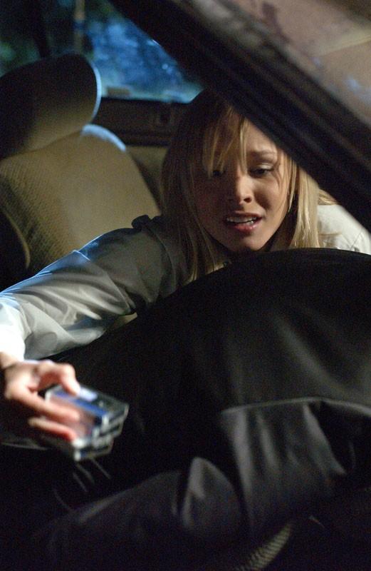 Kristen Bell in una scena dell'episodio 'La confessione' del telefilm Veronica Mars