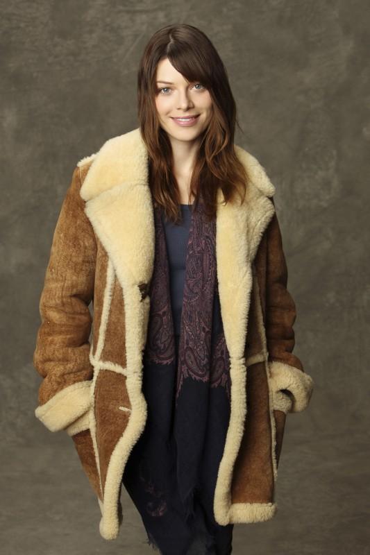Lauren German in una foto promozionale di Happy Town