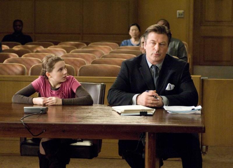 Abigail Breslin e Alec Baldwin in una scena del film La custode di mia sorella