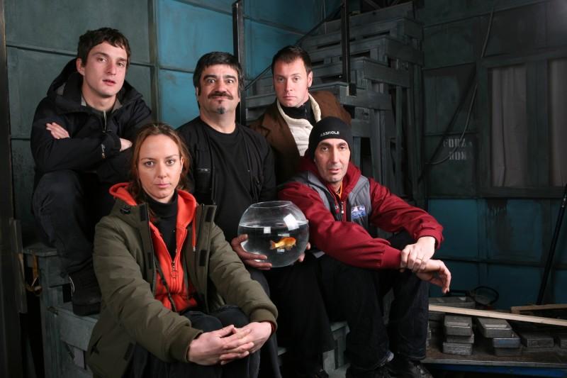 Caterina Guzzanti, Pietro Sermonti, Francesco Pannofino, Alessandro Tiberi e Paolo Calabresi in una foto promozionale della serie TV Boris