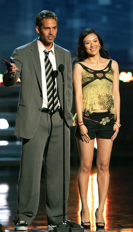 Paul Walker con Zhang Ziyi durante una premiazione agli MTV Movie Awards 2005
