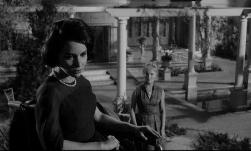 Susan Strasberg e Ann Todd in una scena del film La casa del terrore