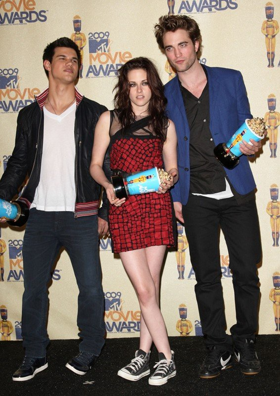 Taylor Lautner, Kristen Stewart e Robert Pattinson vincitori per Twilight come 'Miglior film', agli MTV Movie Awards 2009