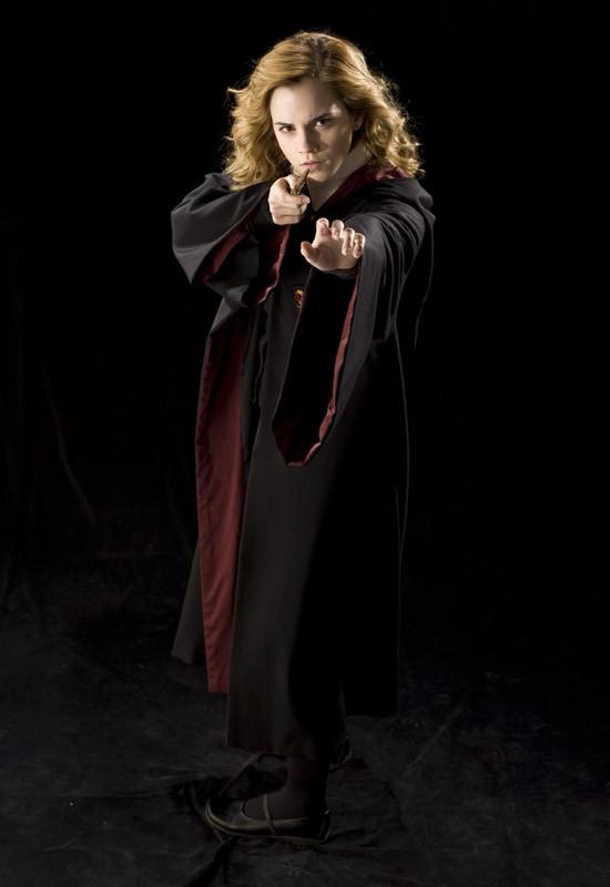 Emma Watson in una foto promo per il film 'Harry Potter e il principe mezzosangue'