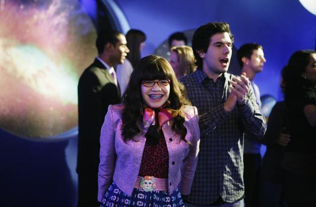 Daniel Eric Gold ed America Ferrera in una scena dell'episodio In the Stars di Ugly Betty