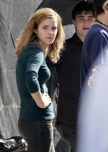Daniel Radcliffe ed Emma Watson sul set di 'Harry Potter e i doni della morte - parte 1'