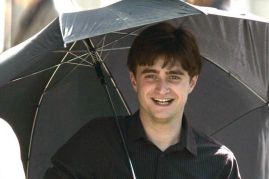 Daniel Radcliffe sul set di 'Harry Potter e i doni della morte - parte 1'
