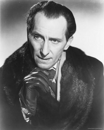 Foto promozionale con Peter Cushing nel ruolo del Dottor Van Helsing per il film Dracula il vampiro