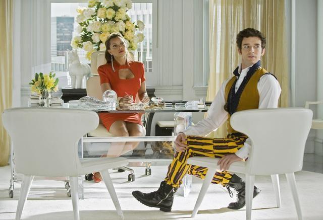 Vanessa Williams e Michael Urie in una scena dell'episodio In the Stars di Ugly Betty