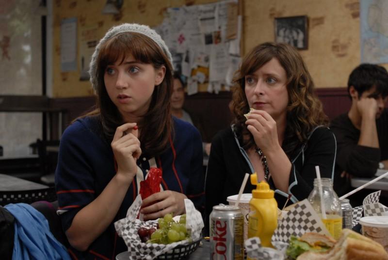 Zoe Kazan e Rachel Dratch in una scena del film I Hate Valentine's Day