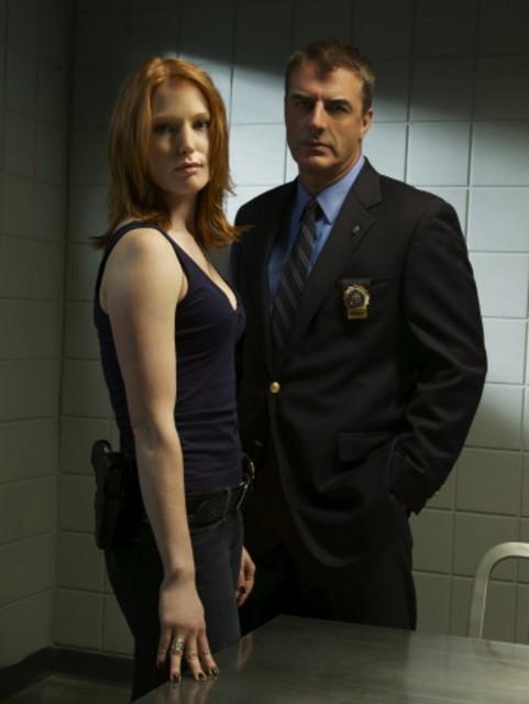 Alicia Witt e Chris Noth in una foto promozionale della serie Law & Order: Criminal Intent