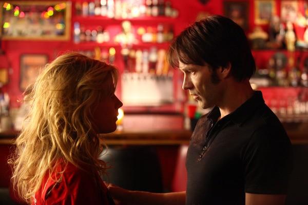 Anna Paquin e Stephen Moyer in una scena dell'episodio 'Scratches' di True Blood