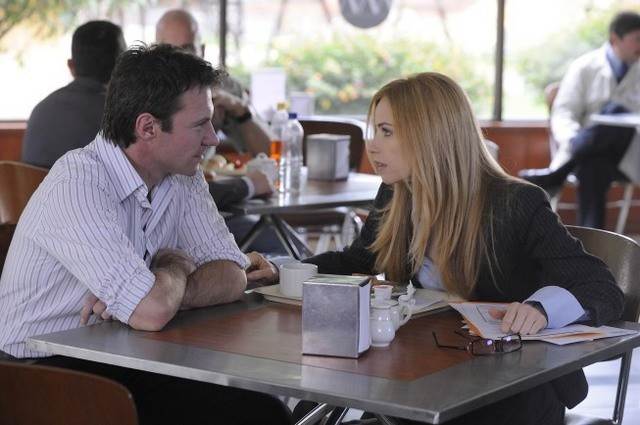 Chris Vance e Jaime Ray Newman in una scena dell'episodio Obsessively Yours di Mental