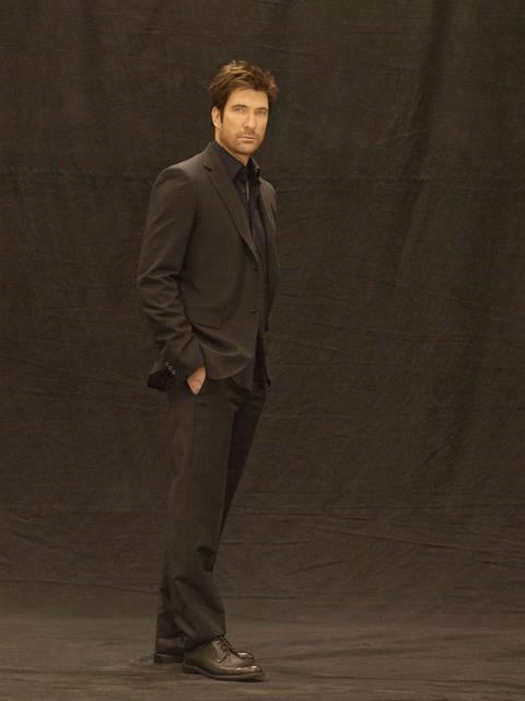 Dylan McDermott in una foto promozionale della serie Dark Blue