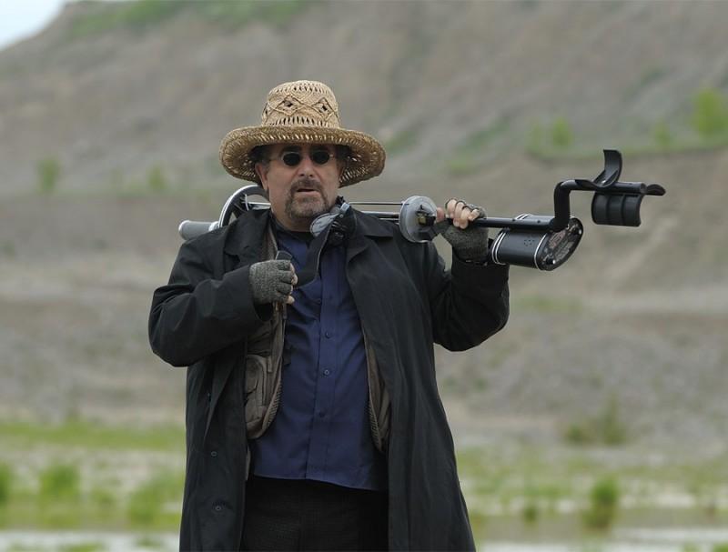 Saul Rubinek in una scena del pilot della serie Warehouse 13