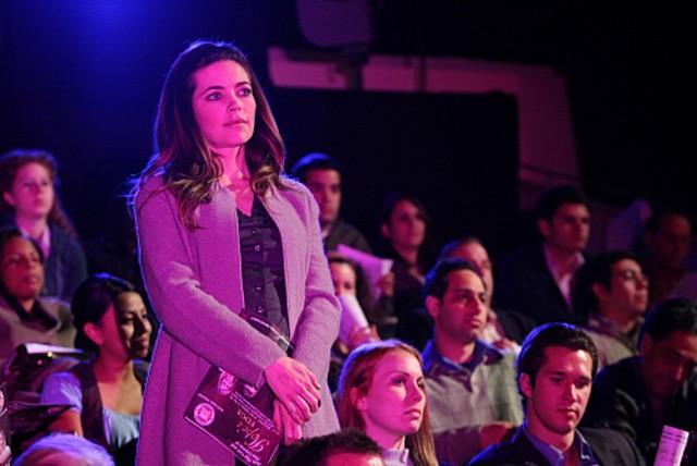 Amelia Heinle in una scena dell'episodio Stage Fright della serie Ghost Whisperer (quarta stagione)