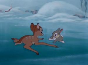 Il cerbiatto sul ghiaccio assieme al amico Tamburino nel film Bambi