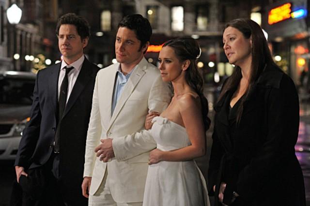 Jennifer Love Hewitt con David Conrad, Camryn Manheim e Jamie Kennedy nell'episodio Book of Changes della quarta stagione di Ghost Whisperer