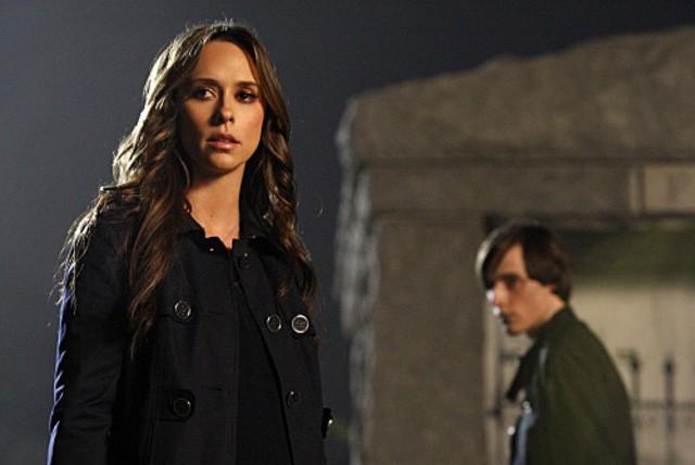 Jennifer Love Hewitt con Jake Thomas nell'episodio Endless Love della quarta stagione di Ghost Whisperer