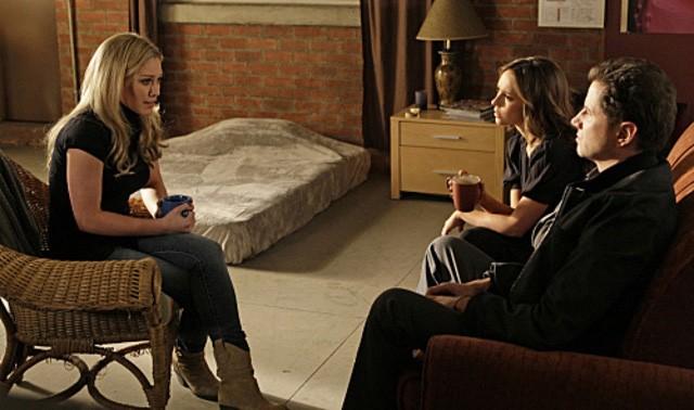 Jennifer Love Hewitt con Jamie Kennedy e Hilary Duff nell'episodio Thrilled to Death della quarta stagione di Ghost Whisperer