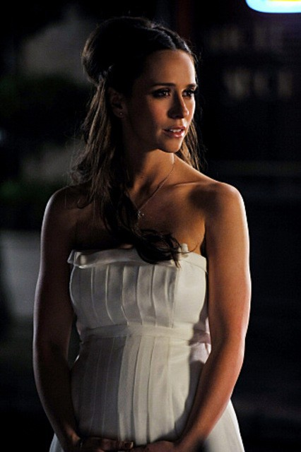 La bella Jennifer Love Hewitt nell'episodio Book of Changes della quarta stagione di Ghost Whisperer