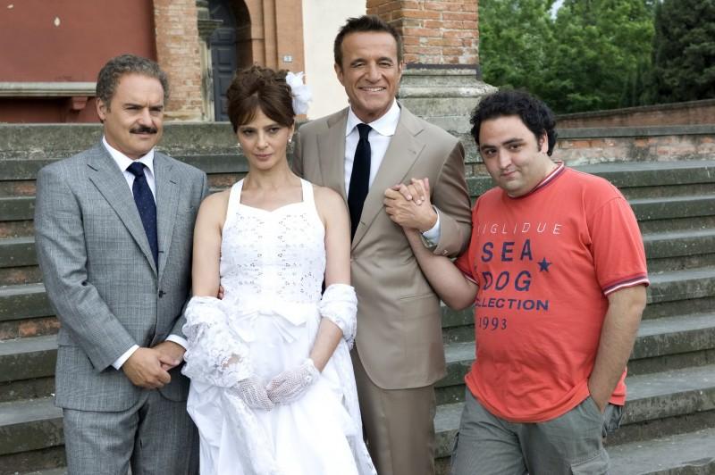Christian De Sica e Luca Zingaretti con la splendida Laura Morante ne Il figlio più piccolo di Pupi Avati