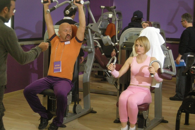 Stefano Chiodaroli e Chiara Mastalli sul set della sit-com Gym Tonic Comedy