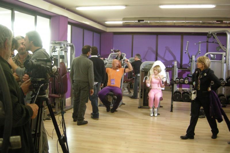 Un'immagine dal set della sit-com Gym Tonic Comedy
