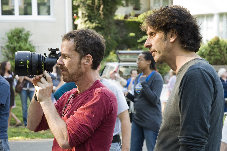 Un wallpaper dei registi Ethan Coen e Joel Coen sul set del film Burn After Reading