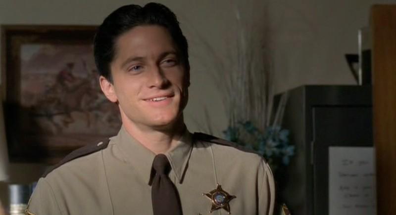 David Conrad entra a far parte della puntata 'Max contro Max' del telefilm Roswell, come l'Agente Fisher