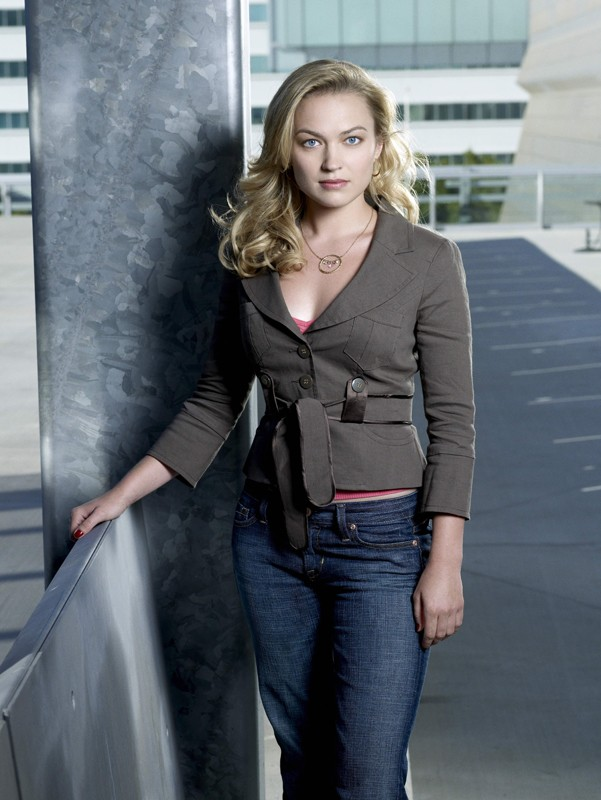 Una foto promo di Sophia Myles che interpreta Beth Turner, nella serie tv Moonlight