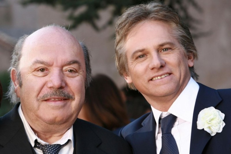 Lino Banfi e Giulio Scarpati in una foto promozionale della sesta stagione di Un medico in famiglia