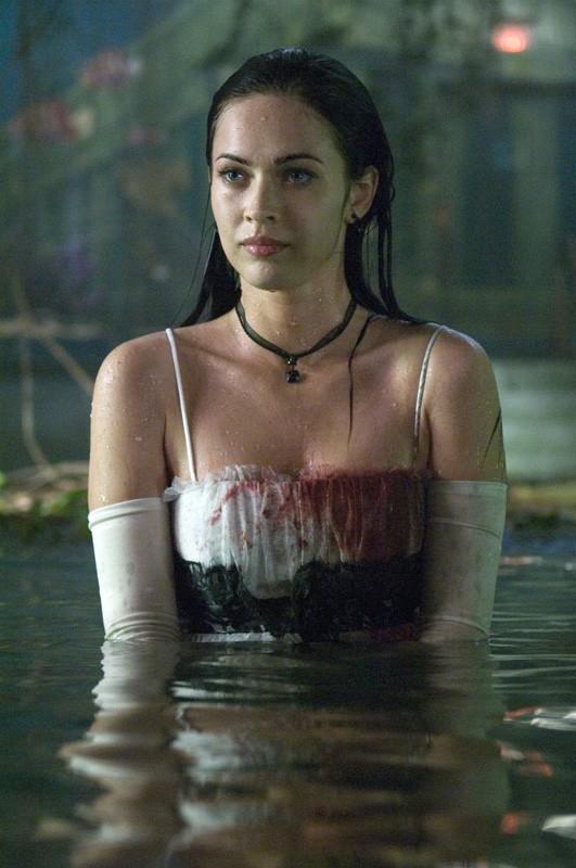 Megan Fox è Jennifer Check in una scena in acqua nel film Jennifer's Body