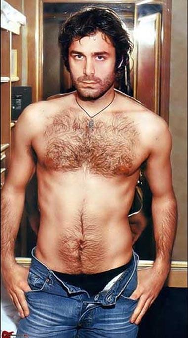 Daniele Pecci, sexy a torso nudo