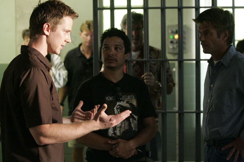 Logan (Jason Dohring) rincontra suo padre Aaron (Harry Hamlin) in prigione nella puntata 'Verso la luce' di Veronica Mars