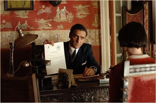 Adriano Giannini è Fontenla nel film Le tredici rose