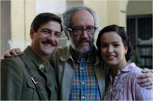 Felix Gomez, il regista Emilio Martínez Lázaro e Veronica Sanchez sul set del film Le tredici rose