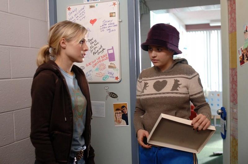 Kristen Bell e Einat Tubi (Jen) nell'episodio 'L'amico del college' di Veronica Mars