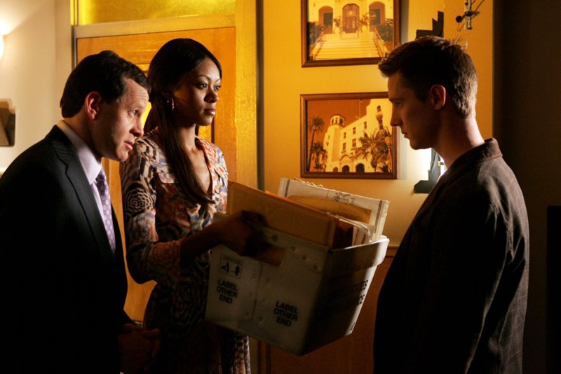 Logan (Jason Dohring) lavora come assistente per Woody (Steve Guttenberg) nell'episodio 'Piano B' di Veronica Mars