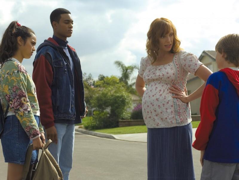 Toni Collette (al centro) in una sequenza del film Niente velo per Jasira, 2007