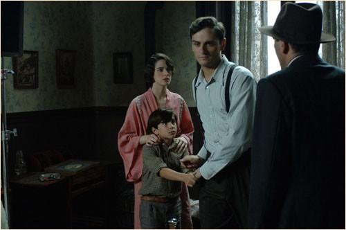 Un'immagine drammatica del film Le tredici rose