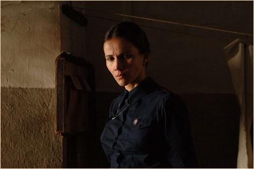 Una delle protagoniste del dramma Le tredici rose, del 2007