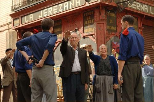 Una scena del film Le tredici rose, del 2007