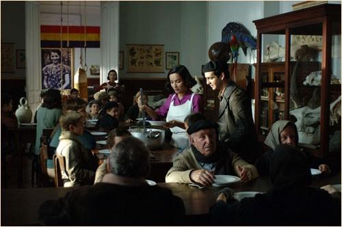 Una sequenza drammatica del film Le tredici rose, distribuito da FilmExport