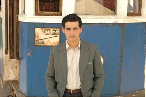 Uno dei protagonisti del dramma Le tredici rose, del 2007