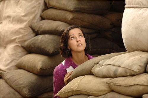 Verónica Sánchez in una scena del film Le tredici rose