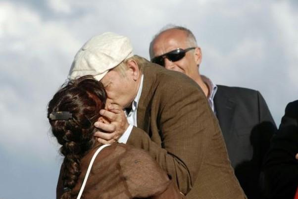 G8 2009 a L'Aquila: Bill Murray bacia appassionatamente Stefania Pezzopane, Presidente della Provincia