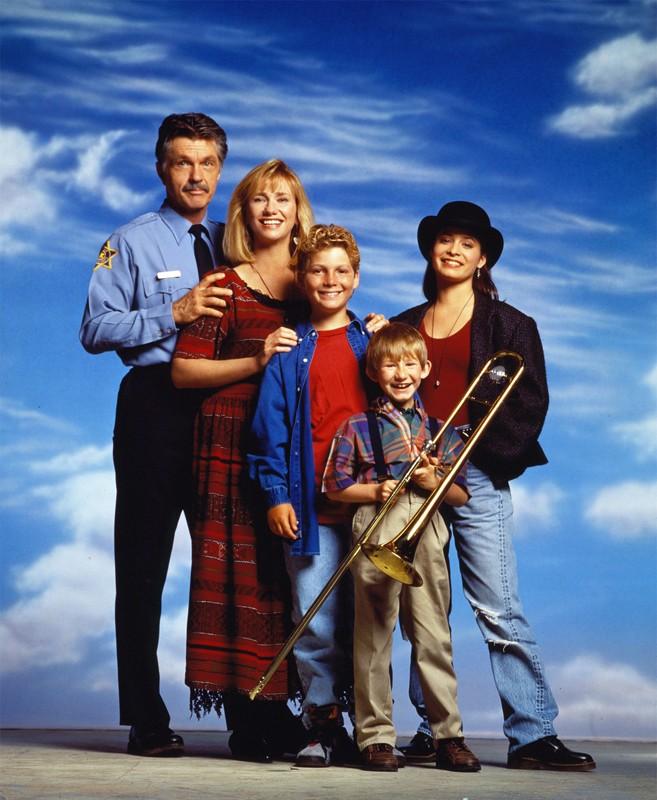Una foto promo di: Tom Skerritt, Kathy Baker, Holly Marie Combs, Justin Shenkarow e Adam Wylie, La Famiglia Brock