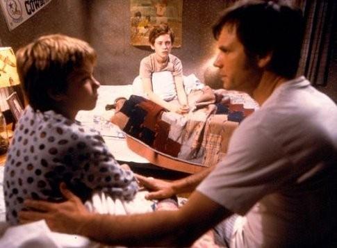 Bill Paxton, Matt O'Leary e Jeremy Sumpter in una scena del film Frailty